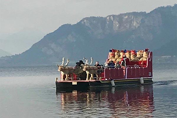 Slitta di Natale sulLago a Lecco