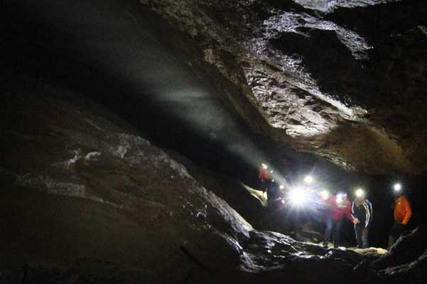 Esperienza in grotta con guida